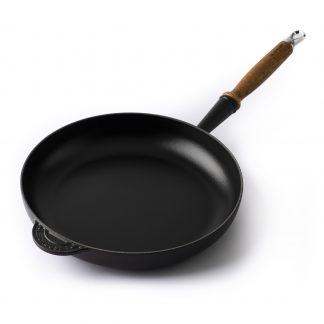 Pfannen, Töpfe, Mörser und Küchenwerkzeug